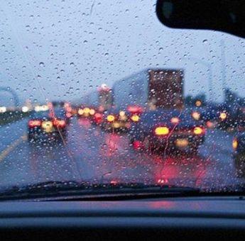 Plis Jangan Norak! Jangan Lagi Gunakan Lampu Hazard Saat Lurus di Persimpangan