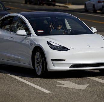 CEO Tesla Elon Musk Umumkan Kini Beli Mobil Tesla Bisa Pakai Bitcoin