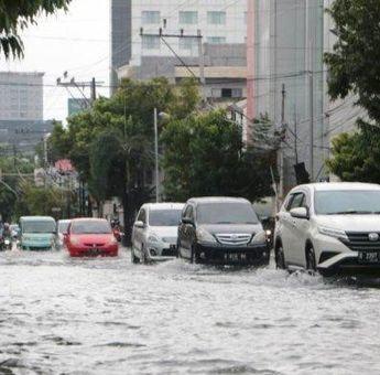 5 Tips Merawat Kendaraan Bermotor Setelah Menerjang Banjir