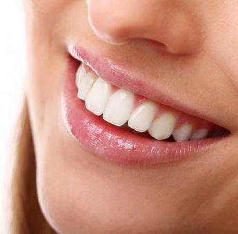 4 Cara Alami dan Cepat Mememutihkan gigi! Pakai Baking soda dan Minyak