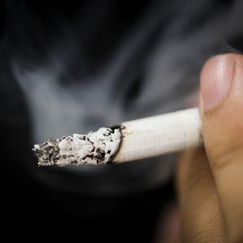Hati-Hati! Merokok di Luar Rumah Tetap Berbahaya untuk Anak Anda