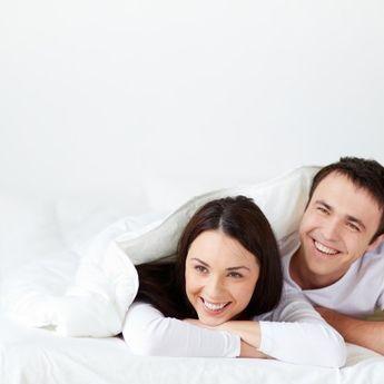 Simak 5 Posisi Bercinta Paling Favorit Saat Istri Sedang Hamil Muda