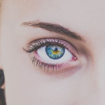 Sering Dilakukan Wanita, Ini Bahaya Mencukur dan Mencabuti Alis Mata