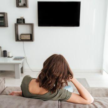 Tak Hanya sebagai Hiburan, Ini 4 Manfaat Sering Menonton Film
