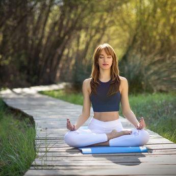 Studi Penelitian: Lakukan Yoga 3 Kali Seminggu Bisa Atasi Migrain