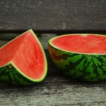 Perhatikan 5 Tips Berikut Ini, untuk Dapatkan Semangka yang Manis