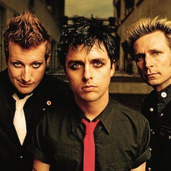 Lirik Lagu dan Terjemahan 'Wake Me Up When September Ends' - Green Day
