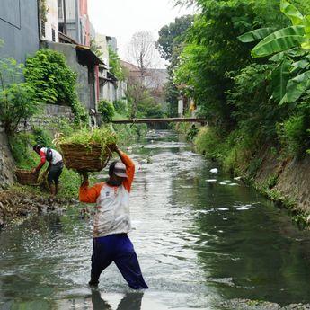 Jaga Saluran Air, Pemkot Minta Warga Tak Buang Sampah Sembarangan