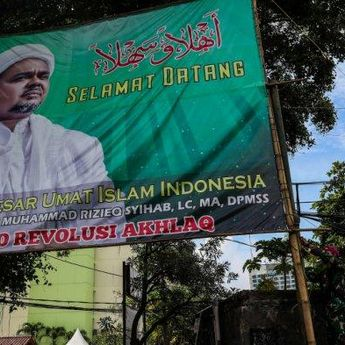 Alasan Satpol PP Makassar Copot Baliho Pimpinan FPI, Rizieq Shihab