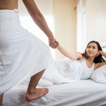 Berikut Posisi Bercinta Bagi Pasangan yang Enggak Kuat Lama-lama di Ranjang