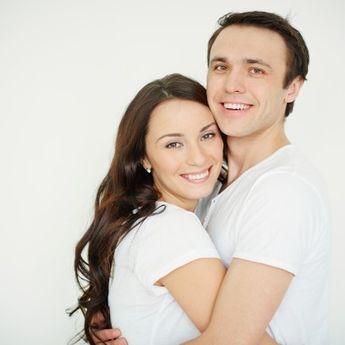 Tak Hanya Bikin Nyaman, Ini 5 Manfaat Berpelukan bagi Pasangan