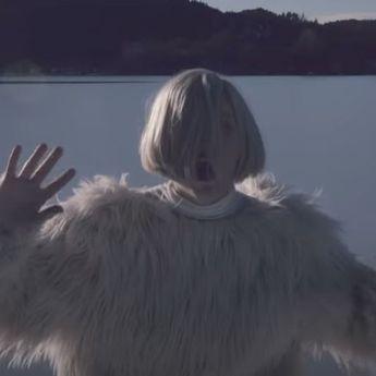 Lirik Lagu 'Runaway' Milik Aurora, Lengkap dengan Terjemahannya