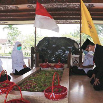Khofifah Ziarah, Ajak Kepala Daerah Baru Blitar Ke Makam Bung Karno