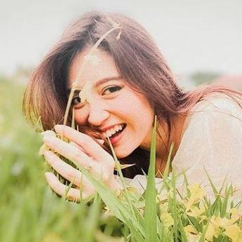 Senyumnya Kelewat Manis, 6 Seleb Bergigi Gingsul Ini Bikin Meleleh