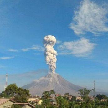 Gunung Sinabung di Kabupaten Karo, Sumut Kembali Mengalami Erupsi