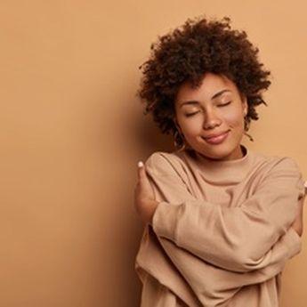 4 Tips Memaafkan Diri Sendiri agar Hidup Lebih Tenang dan Bahagia