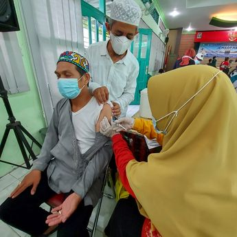 Calon Jamaah Haji Banjarmasin Disuntik Vaksin Jenis yang Berbeda