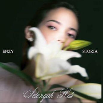 Lirik Lagu Baru 'Setengah Hati' Milik Enzy Storia, Aku sepenuh hati