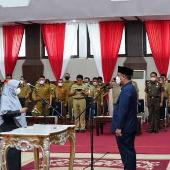 Benahi Pemerintahan, Plt Gubernur Lantik 77 ASN Pemprov Sulsel