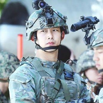Ngaku Gemukan di Militer, Ini 7 Potret Gagah Taecyeon 2PM saat Wamil