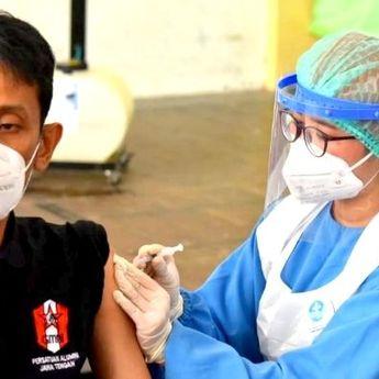 Mahasiswa Jadi Sasaran Vaksinasi yang Digelar GMNI di GOR Manahan Solo