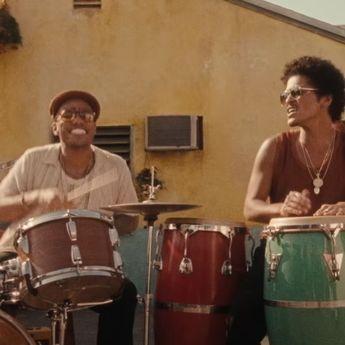 Lirik Lagu dan Terjemahan 'Skate' - Bruno Mars ft. Anderson .Paak dan Silk Sonic