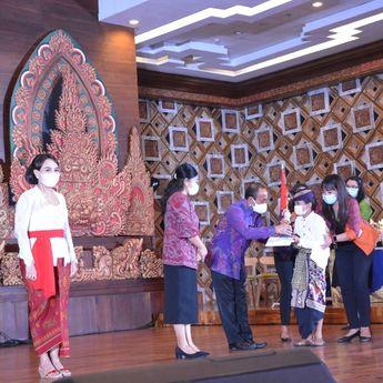 Tetap Berprestasi di Masa Pandemi, Pemenang Lomba Hari Anak Nasional Denpasar Terima Penghargaan