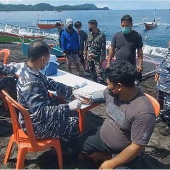 Lantamal VIII Manado Gelar Vakisnasi Bagi Nelayan di Pinggir Pantai