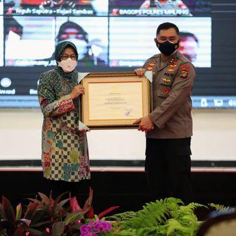 Mensos Risma Berikan Penghargaan Bagi Aparat 143 Penegak Hukum