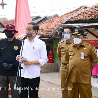 Presiden Jokowi Kunjungi Vaksinasi Covid-19 Door to Door di Cirebon