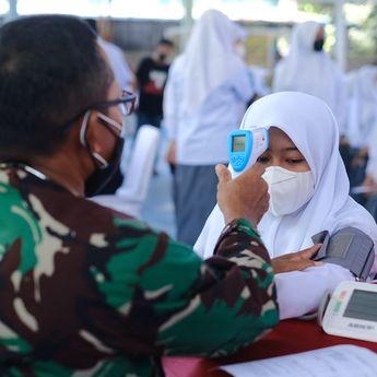 TNI dan Polri Gelar Vaksinasi Serentak,  Sasar Pesantren dan Rumah Ibadah