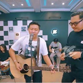 Lirik Lagu 'Ojo Nangis' Dinyanyikan Oleh Denny Caknan ft. Ndarboy Genk