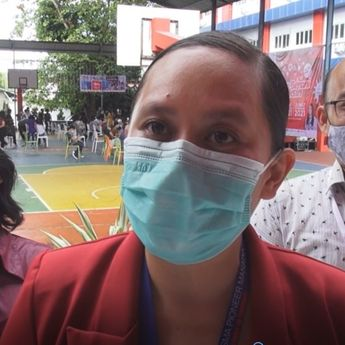 Jelang Sekolah Tatap Muka, Ratusan Siswa di Manado Ikuti Vaksinasi Massal