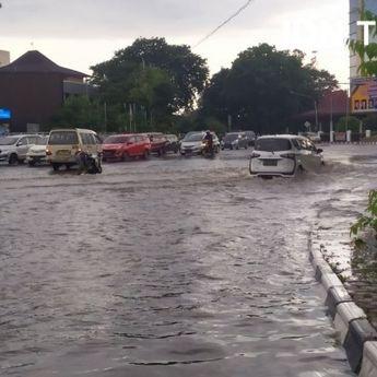 Daerah Resapan Minim, Palembang Langganan Banjir!