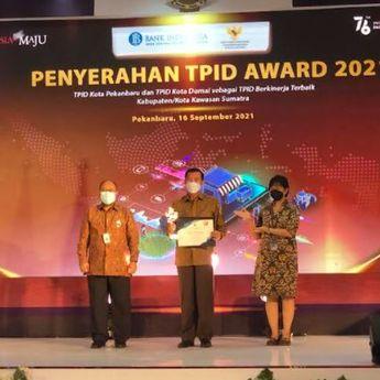 TPID Kota Pekanbaru dan TPID Kota Dumai Menerima Trofi dan Sertifikat TPID Award 2021