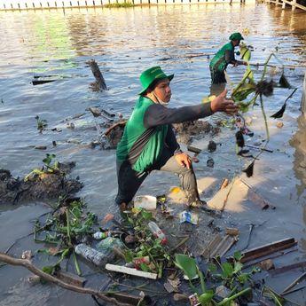Bersih-bersih Sungai di Banjarmasin Peringati World Cleanup Day 2021