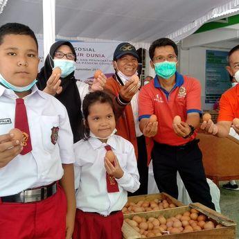Peringati Hari Telur Sedunia, 2 Ton Telur Dibagikan ke Anak SD di Sumsel