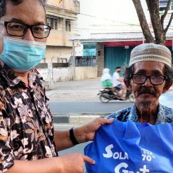 Inspiratif, Pendeta ini Rela Sisihkan Gajinya untuk Dibagikan ke Masyarakat Kurang Mampu