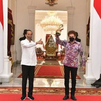 Beri Pesan Penghargaan untuk 'God Bless', Jokowi: Coba Terus yang Lain!