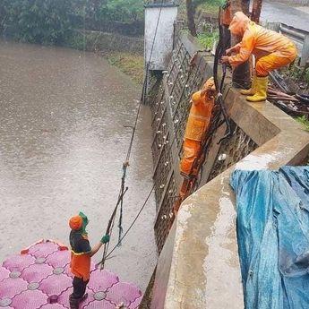 Dinas Lingkungan Hidup DKI Jakarta Siagakan 8.945 Personil dan Jalur Khusus Pembuangan Sampah Banjir