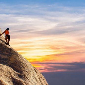 Tafsir Mimpi Mendaki Gunung Ternyata Pertanda Bahwa Sang Pemimpi Akan Naik Jabatan!