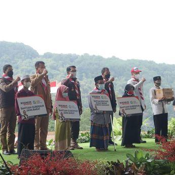 Bersama Jabar Quick Response dan Eiger, Gubernur Jabar Beri Santunan di Desa Sukagalih Bogor