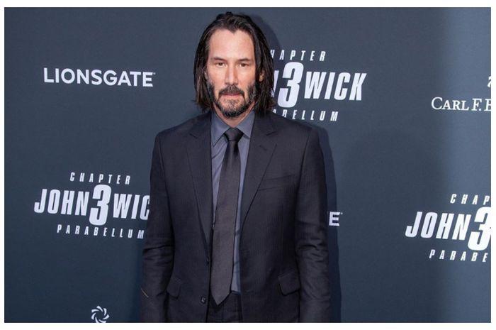 Berubah Drastis, Keanu Reeves Nyaris Tak Dikenali dengan Brewok Lebat dan Rambut Mohawk!