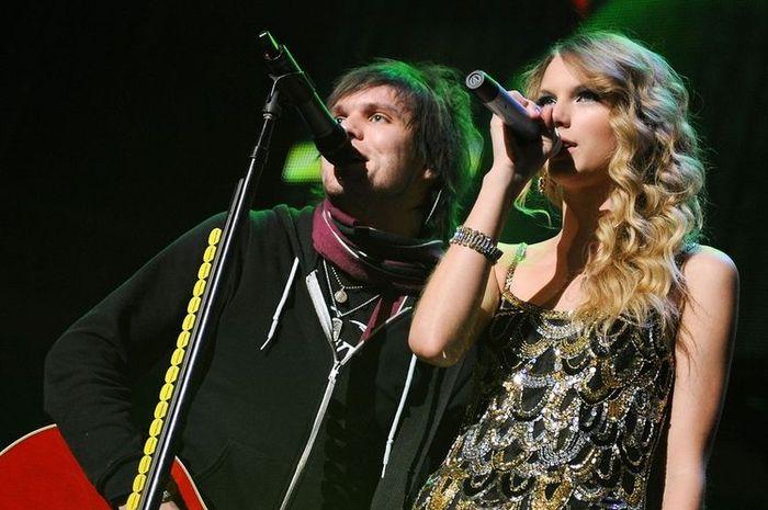 Lirik lagu dan chord gitar 'Two Is Better Than One' - Taylor Swift feat. Boys Like Girls.