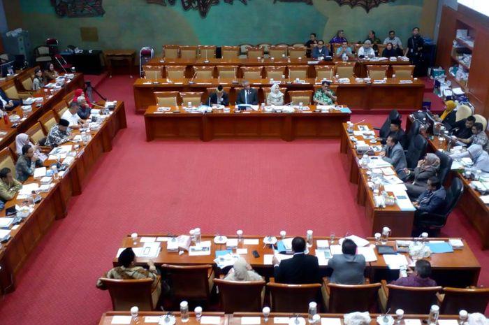 Pemerintah Provinsi DKI Jakarta memenuhi panggilan Komisi X DPR RI terkait Revitalisasi TIM.