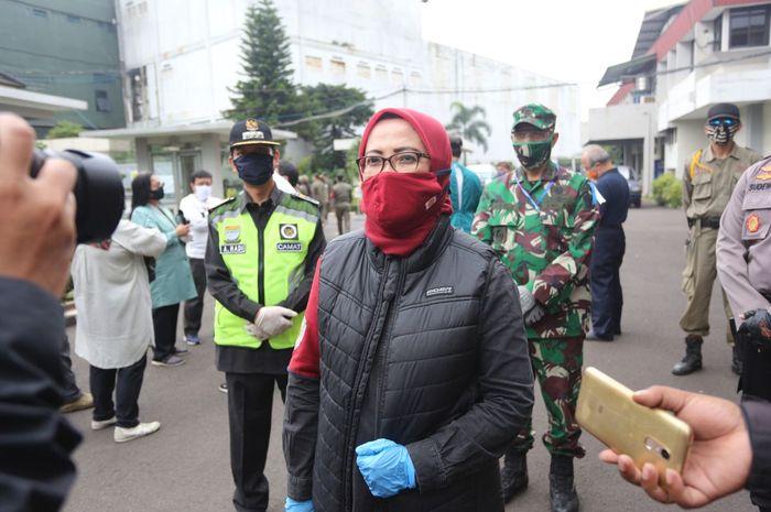 Koordinator Bidang Logistik Gugus Tugas Percepatan Penanganan Covid-19 Kota Bandung, Elly Wasilah