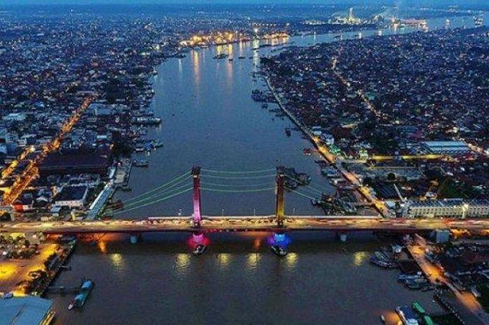 Jembatan Ampera Kota Palembang.