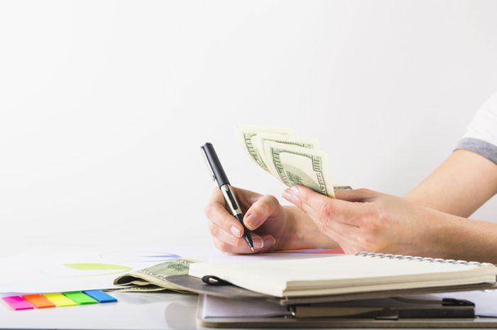 Menabung vs Berinvestasi, Pakar Keuangan Ungkap Perbedaannya