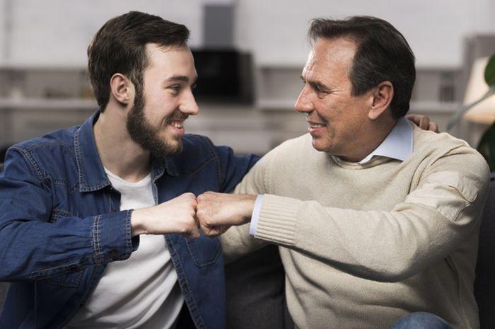 3 Tanda  Orang Tua Sudah Membutuhkan Perhatian Khusus dari Sang Anak