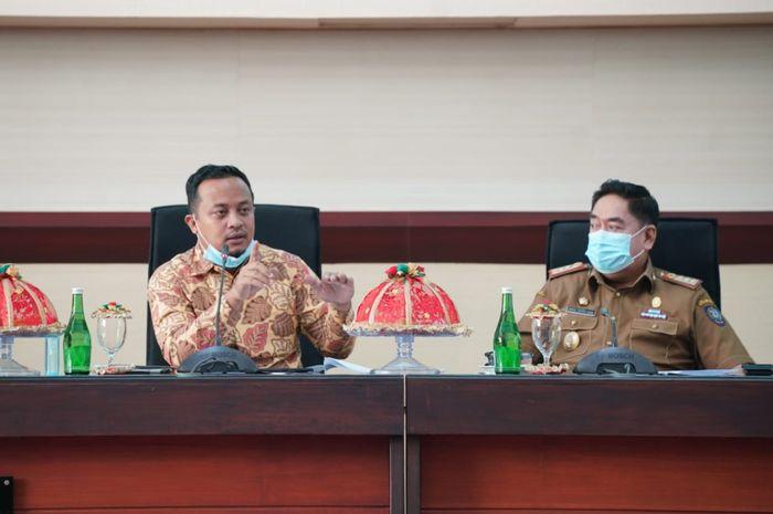 Plt Gubernur Sulsel, Andi Sudirman Sulaiman memberi arahan dalam Coffee Morning Pemprov Sulsel
